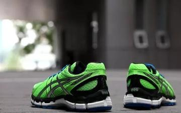 必知5步骤慢跑鞋正确穿法