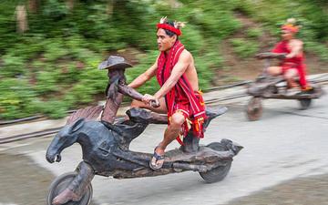 菲律宾木雕自行车公路赛 部族人民真会玩