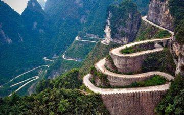 全球最棒的10条自行车骑行盘山公路