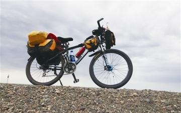 年少的江湖梦60岁去兑现 独眼老人单车走天涯!