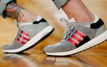 灰红跳跃:Adidas EQT Support 93/16 Boost全新配色抢眼来袭