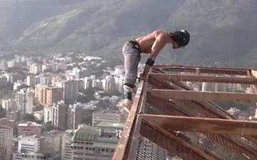 用生命在健身的委内瑞拉男子