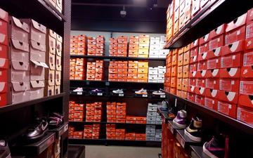 Nike员工店购物记丨穿这鞋出去我怕被揍!