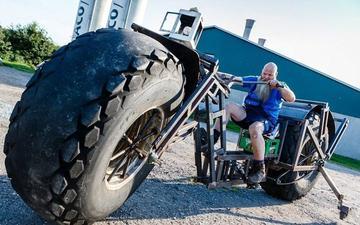 德国大叔自制近一吨重自行车!
