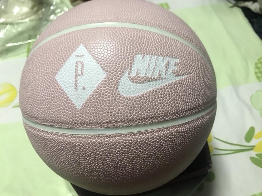 Nike联名粉色篮球